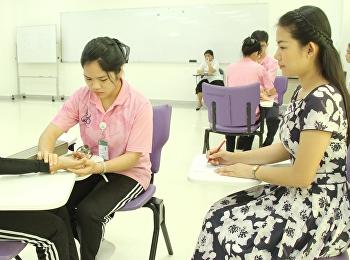 """""""สอบปฏิบัติการวัดสัญญาณชีพ และการพันผ้า"""" ในรายวิชาการเคหะพยาบาลและการปฐมพยาบาล (Home Nursing and First Aid)"""