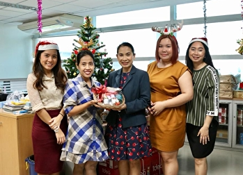 มอบกระเช้าผลิตภัณฑ์แผนไทยเพื่อสุขภาพสวัสดีปีใหม่ 2562 แก่ฝ่ายวิเทศสัมพันธ์ กองกลาง สำนักงานอธิการบดี