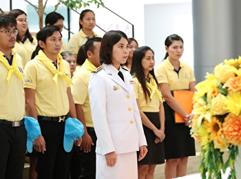 Director of Samut Songkhram Provincial Education Center Suan Sunandha Rajabhat University brings faculty and staff to salute the occasion of King Wachira Klao, Rama 10